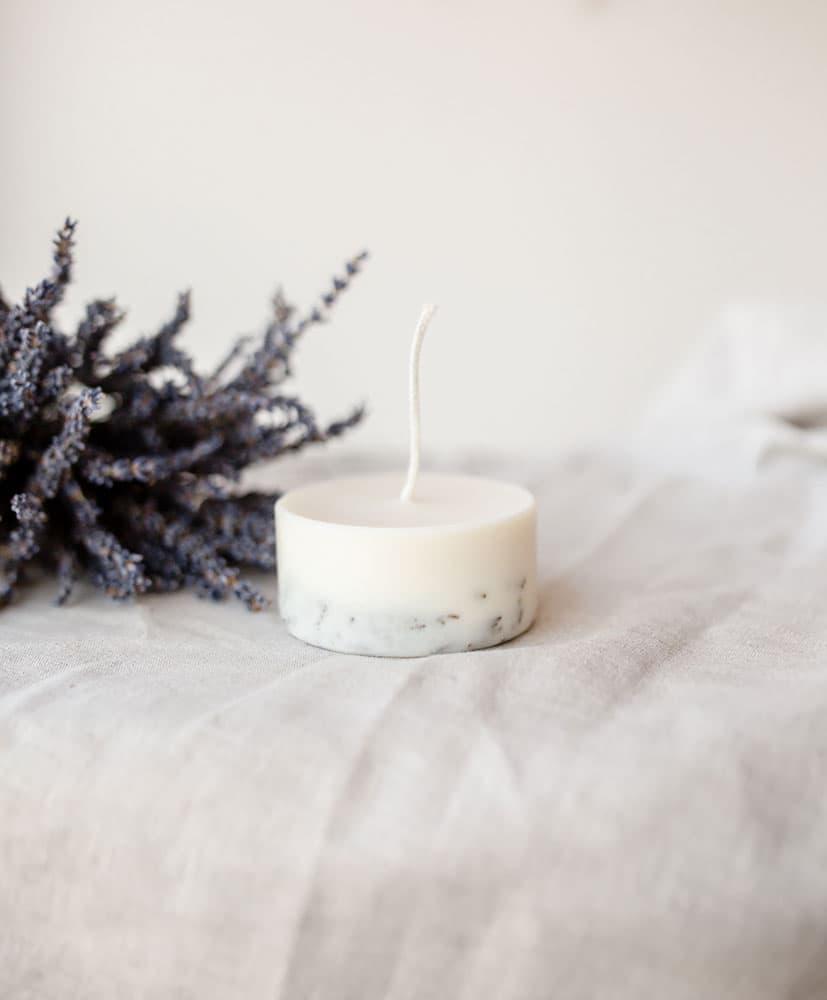 Bougies aux fleurs séchées senteur bruyère naturelle