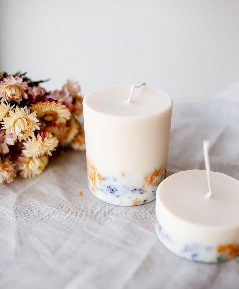 Bougies aux fleurs séchées sauvages par Rosa Cadaques et THE MUNIO