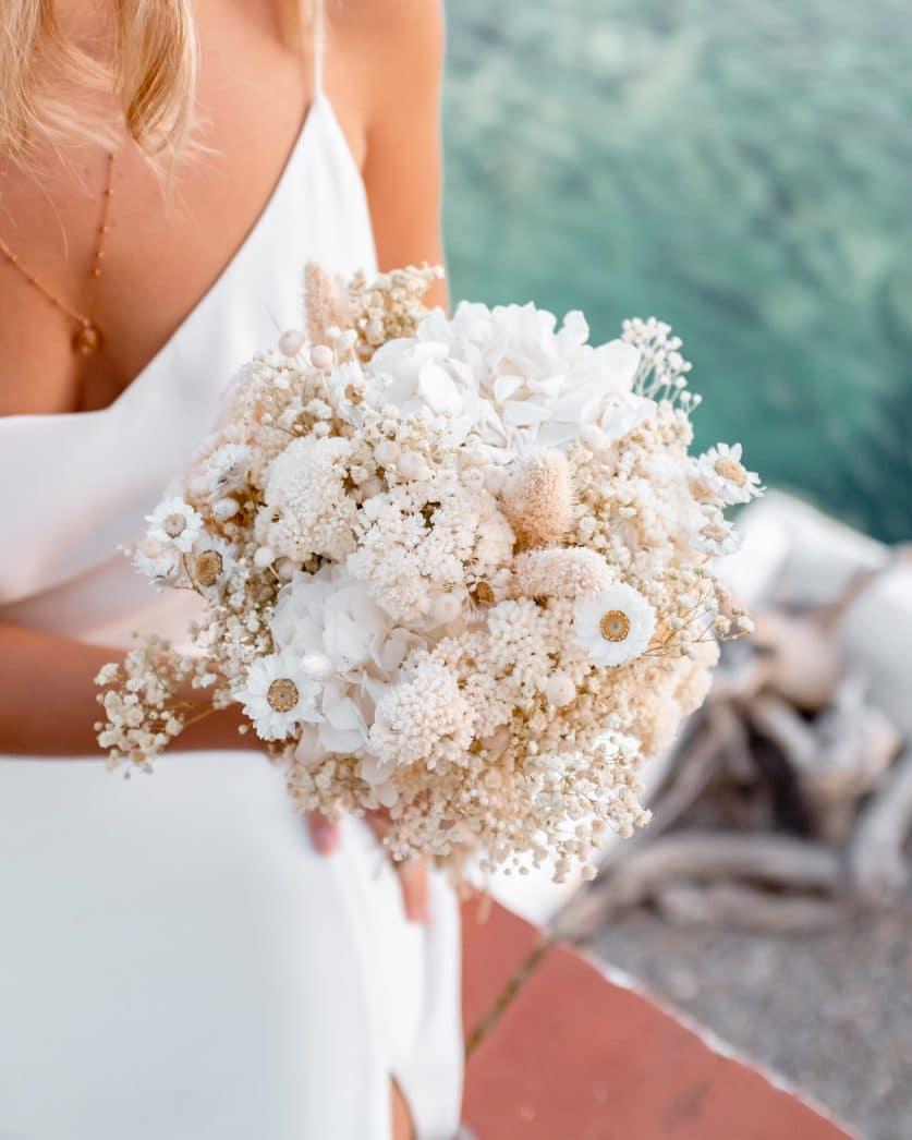 Bouquet de mariée en fleurs séchée Blanca, un bouquet de mariée aux fleurs séchées blanches et délicates