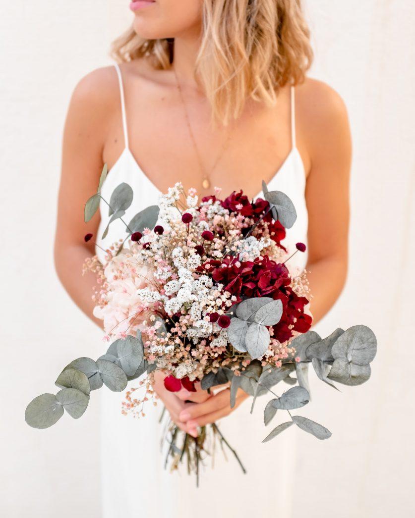Bouquet de mariée en fleurs séchées champêtre et moderne