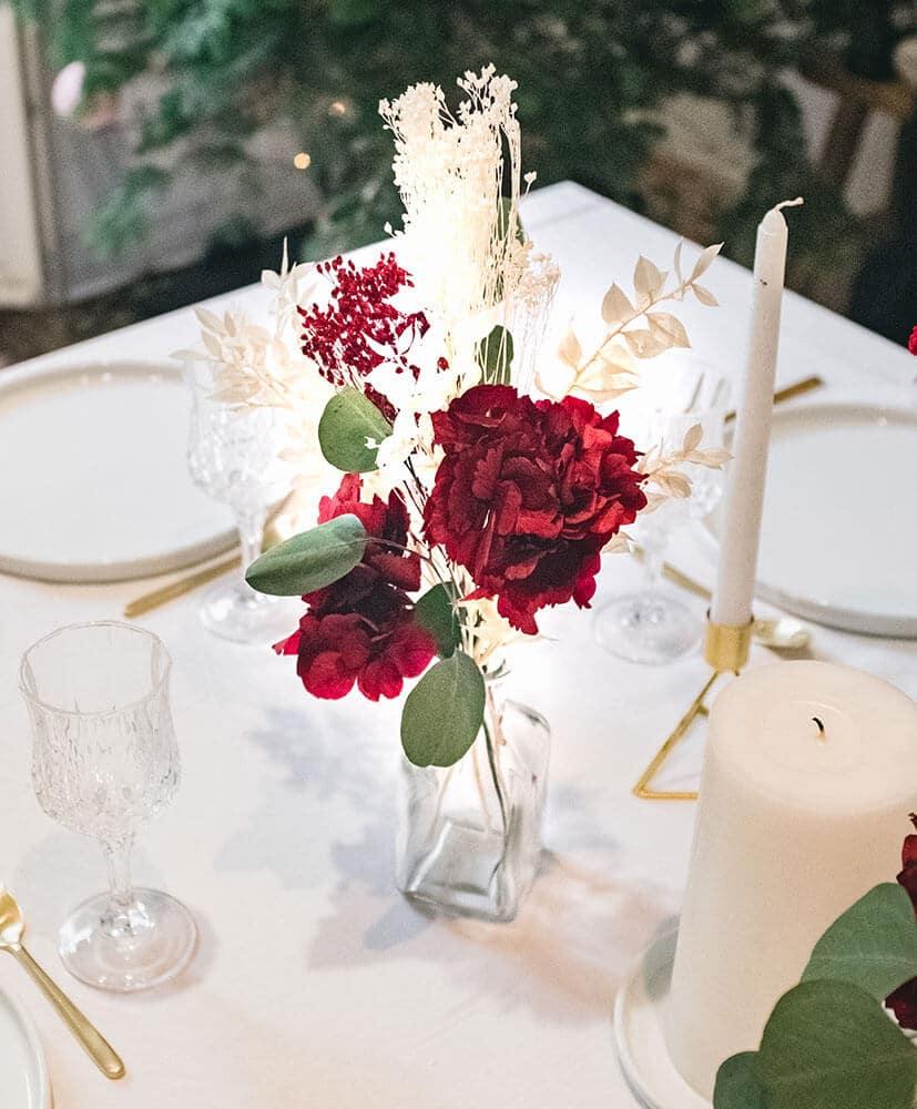décoration centre de table en fleurs séchées rouge et vert composé de 5 soliflores
