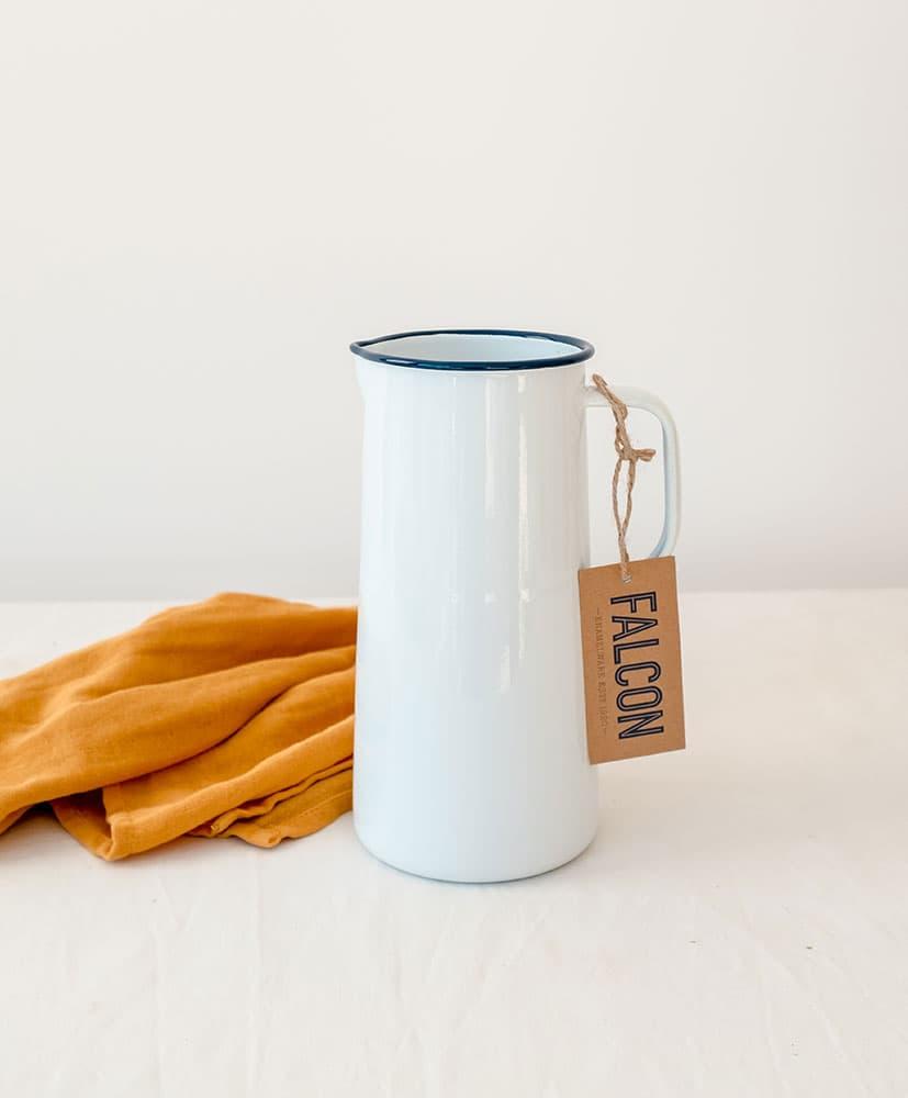 Vase en émail blanc avec rebord bleu marine