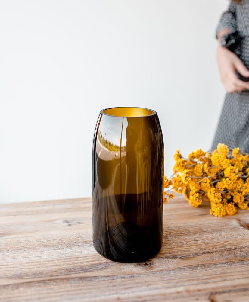 Vase Q de bouteille ocre