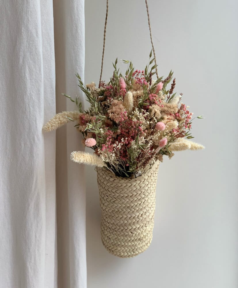 Basket to hang on and his bouquet